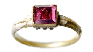 A gold and garnet ring