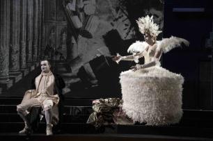 Arbace (Franco Fagioli) and Semira (Valer Sabadus) © Gérard Delacour