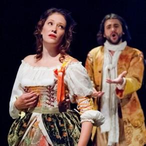 Eglé (Élodie Fonnard) and Daphnis (Reinoud Van Mechelen)