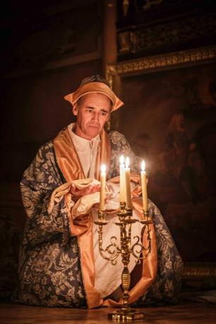 Philip V (Mark Rylance)
