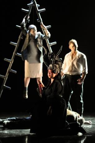 Diana (He Wu) prepares to exact revenge on Calisto (Galina Averina) as Arete / Jupiter (Gyula Rab) looks on