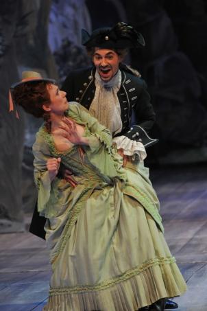 Romilda (Heidi Elisabeth Meier) tries to escape her unwanted suitor Xerxes (Valer Sabadus) © Hans Joerg Michel