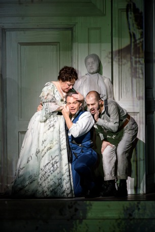 Donna Elvira (Dorothea Röschmann) with Don Giovanni (Christopher Maltman) and Leporello (Alex Esposito)