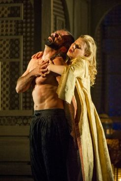 Konstanze (Sally Matthews) 'resisting' Selim (Franck Saurel). No, it doesn't look like that to me either