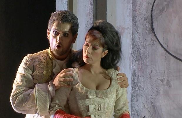 Alessandro (Florin Cezar Ouatu) and Giulia (Laura Polverelli)