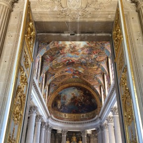 The vault and apse of the Chapelle Royale seen from the upper vestibule. At the far end is the Resurrection by Charles de La Fosse; on the vault are paintings by Antoine Coypel