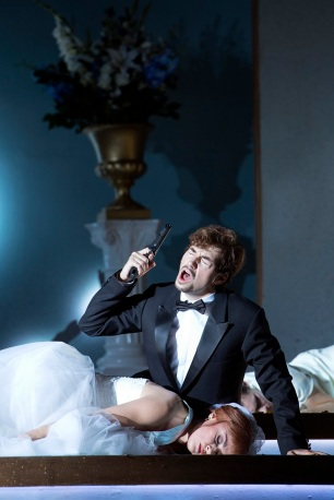 Nerone (Valer Sabadus) calls an end to his love story with Poppea (Alex Penda)
