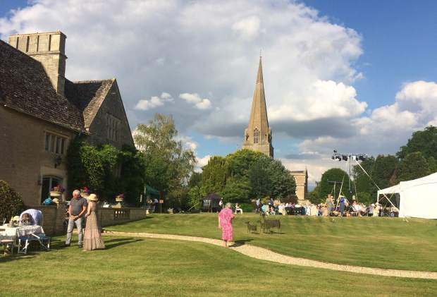 Bampton Classical Opera in the Deanery Garden