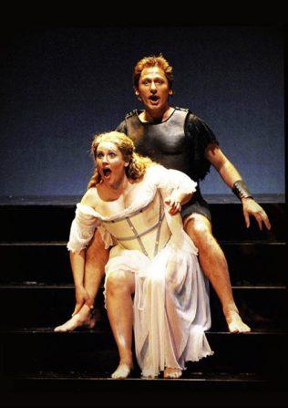 Martesia (Laura Cherici) teases Alceste (Luca Dordolo)