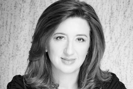 Anita Amirrezvani