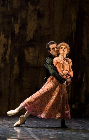 The Duc d'Alencon (Yury Yanowsky) and Elizabeth (Zenaida Yanowsky) © Tristram Kenton